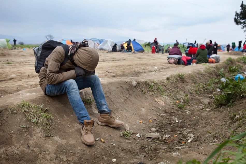 refugiados sirios desesperados en grecia